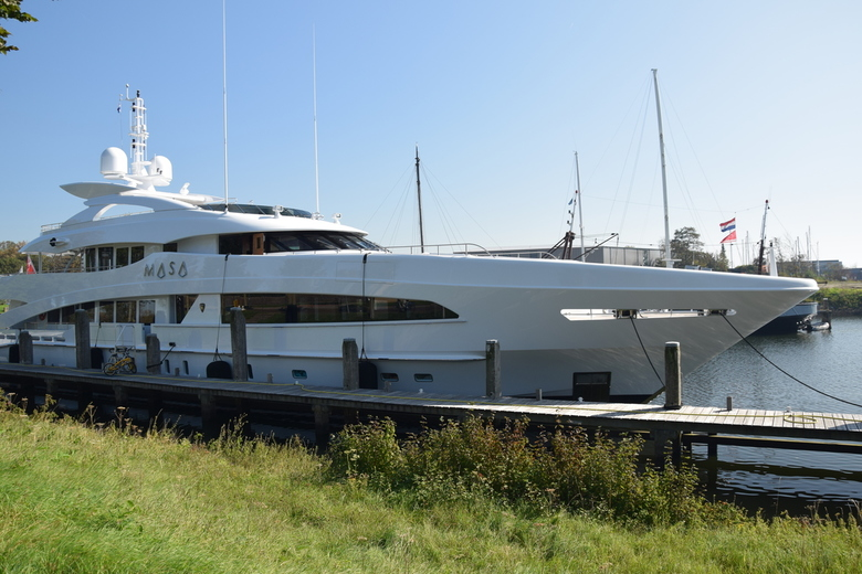 Yacht 2 : Masa - 2 Schitterende jachten gespot in de haven van Hellevoetsluis. Beide varend onder de vlag van de Kaaiman Eilanden en gebouwd door &quo