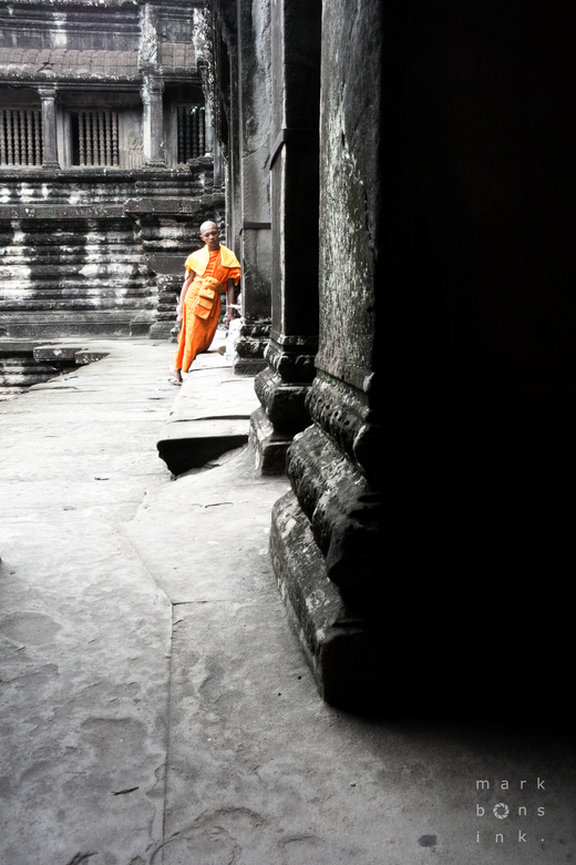 buddhist monk - Angkor wat -