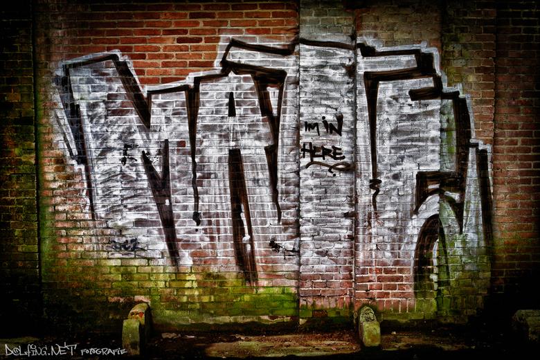 I'm in here MATE - HDR van graffiti bij urbexplek TAVB bewerkt binnen Lightroom.