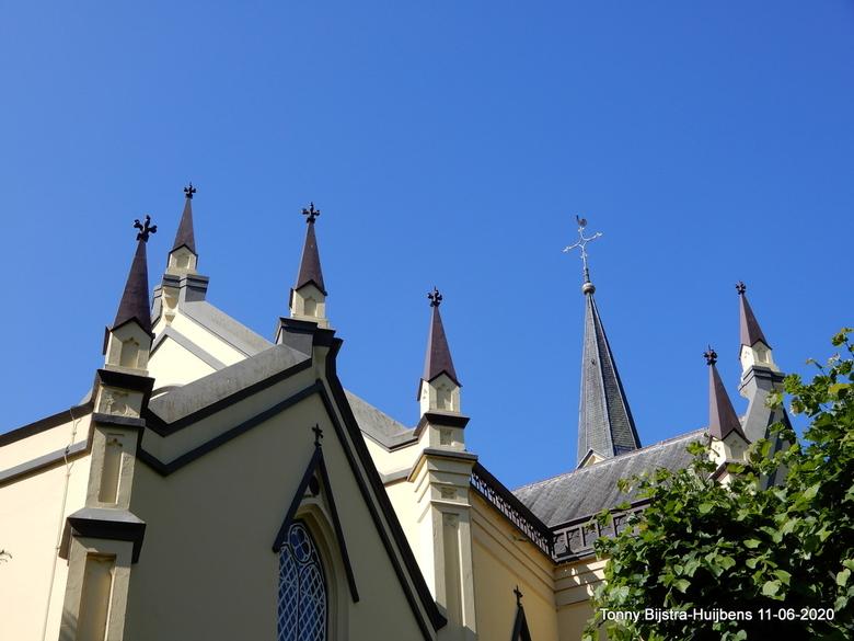 dak van de hervormde kerk Neerijnen - de dakpartij van de hervormde kerk in Neerijnen, de foto van de kerk plaatste ik gisteren al. de torentjes viele