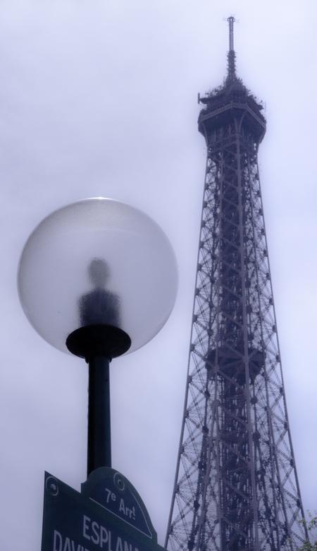 En nog een Eiffeltoren - Met een lantaren...