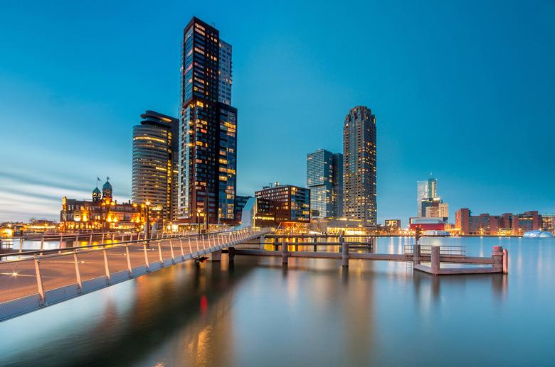 Nighttime - Haven Rotterdam in avondlicht na zonsondergang