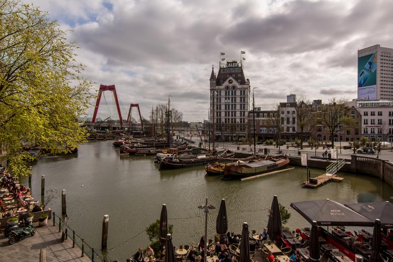 Oudehaven Rotterdam - Ook overdag is het uitzicht over de oudehaven gezien vanaf de kubuswoningen prachtig om te zien. En zoals vaak met mooi weer zat