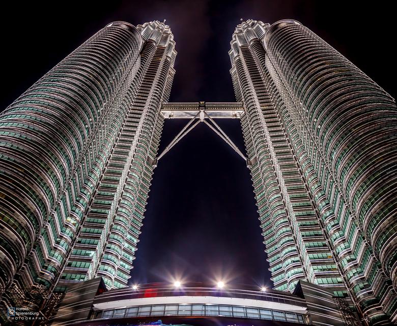 Petronas - Travel foto van 2012. Een stitch waar ik na verwoede pogingen nu 2 jaar later met nieuwe softwarewel  een geslaagd resultaat uit krijg. Het