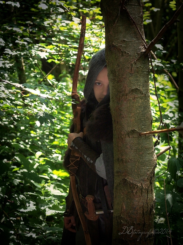 """hiding - zoon is helemaal verzot op de verhalen van """"de grijze jager"""" Er zijn ook grijze jager dagen geweest in het archeon. Samen met hem e"""