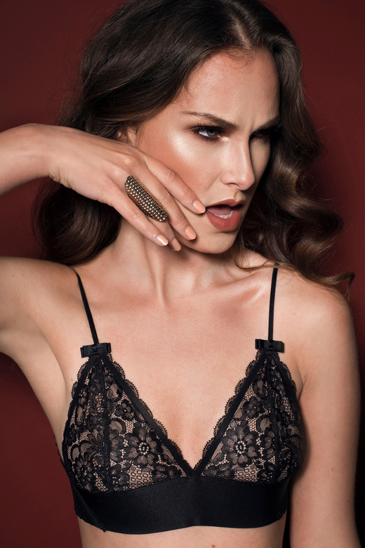 FIERCE - Model: Denise Eikenboom<br /> Make-up en haar: Deniece van der Molen<br /> Fotografie: Roxanne Letterie