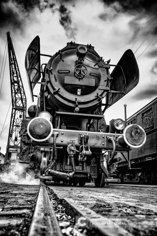 Oldtimer Locomotief - Oude loc onder stoom van de Veluwse Stoom maatschappij. Heerlijke plek om rond te struinen met de camera en voor even terug te s