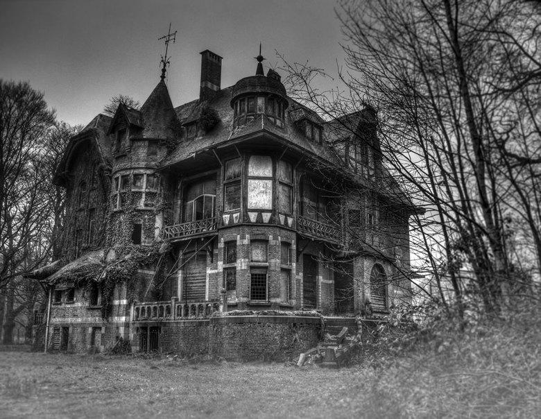 Haunted Manson - De achterkant van mijn zogenaamde nieuwe woning....omgezet in zwart wit omdat tie in kleur niet zo mooi is, bij nader inzien had ik i