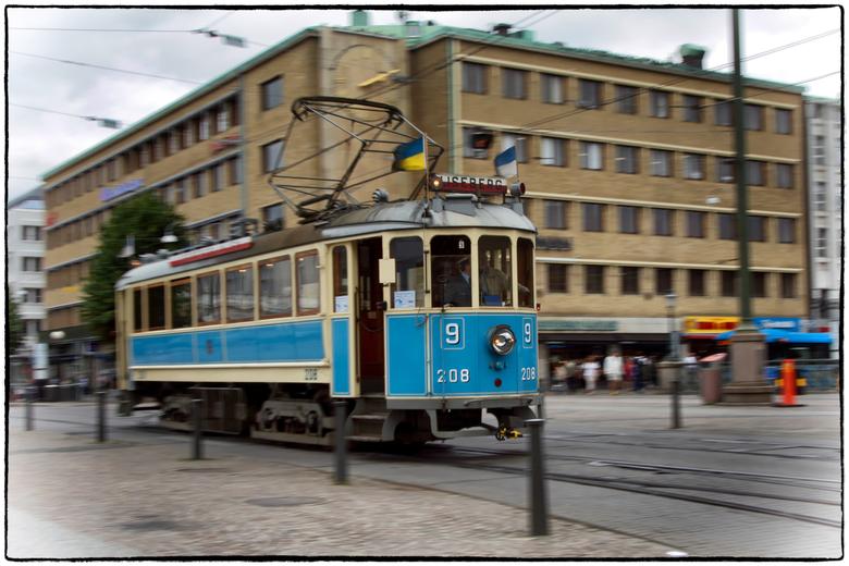 Oude tram in Göteborg - Iedere zaterdag rijdt er in het centrum van Göteborg een oude tram. Een mooi stuk geschiedenis, 100 jaar oud maar nog in prima