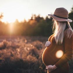 Golden hour zwangerschapsshoot
