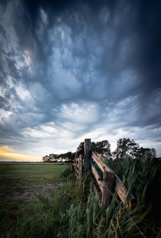 Storm - Bijzonder mooie lucht boven de polder van Amersfoort. Deze foto bestaat uit 3 foto's die zijn samengevoegd