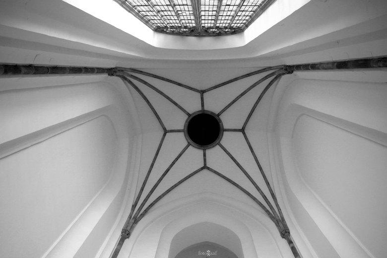 Hemelse blik - Hemelse blik<br /> <br /> Soms loont het enorm om omhoog te kijken, zeker in deze prachtige kerk. <br /> <br /> Wat een prachtig li
