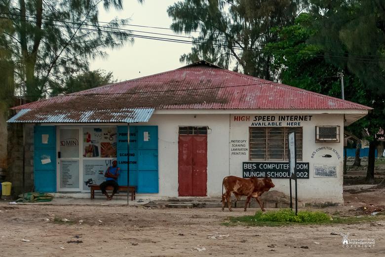 Zanzibar - Volgens mij is hier op Zanzibar alleen het internet wat snel gaat ....