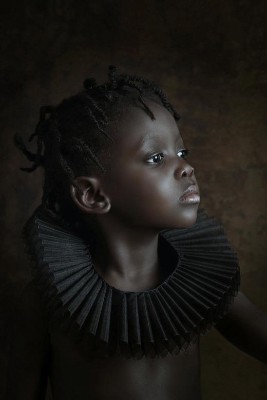 """Zwarte Parel - Een net iets andere pose, """"lekker trots"""", wat ze ook zeker is, de kleine Esther. Net iets andere bewerking, iets donkerder, e"""