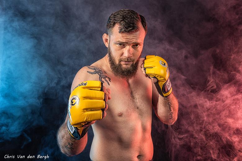 Ready to rumble - Resultaat van een geweldige shoot met deze Pro MMA Fighter.