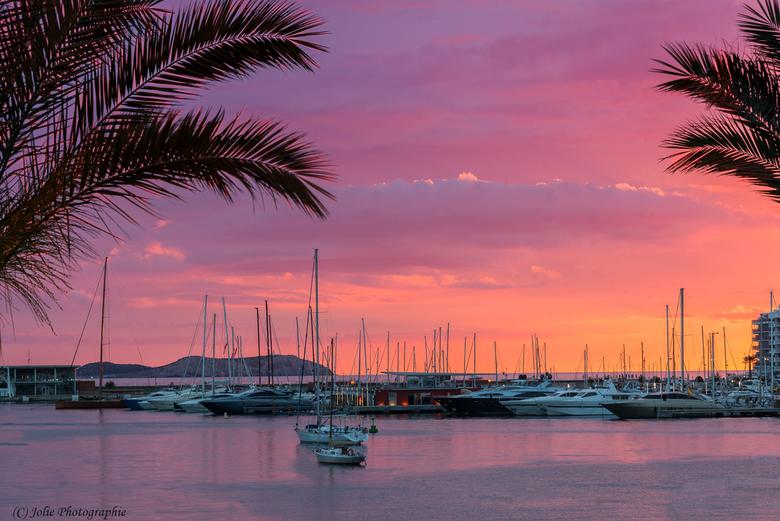 Haven Sant Antoni - Deze opname gemaakt in de haven van Sant Antoni bij zonsondergang