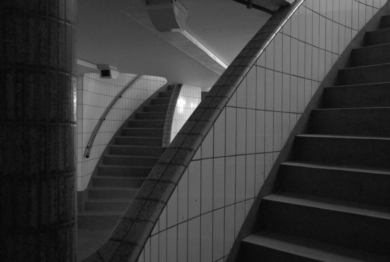Trappen - Trappen bij de voetgangers/fietsen tunnel onder de maas in Rotterdam