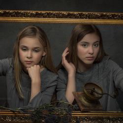 fine art sisters