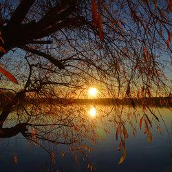 Herfstachtige zonsondergang.
