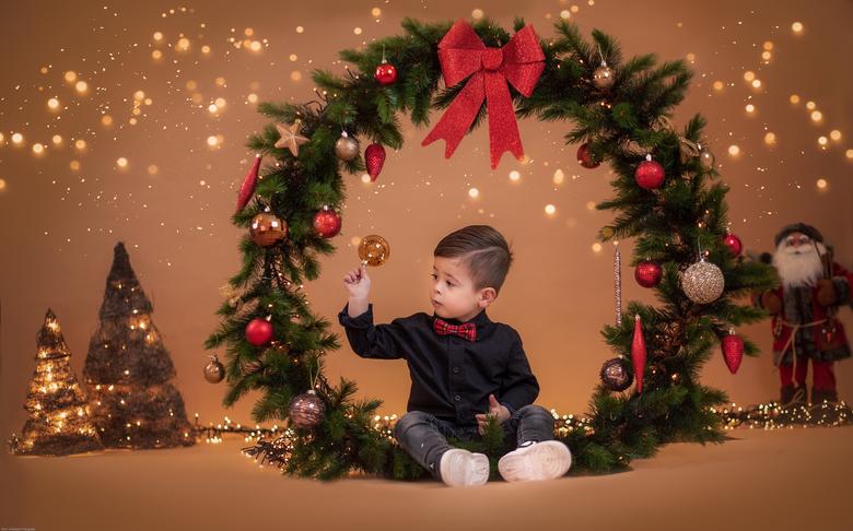 Happy Jolly christmas - Dit is mijn zoontje Dean, ik maak elke jaar een nieuwe kerst foto van hem!<br /> Het blijft een uitdaging maar snoep erbij do