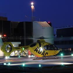 Christoph Europa 2 tijdens nachtelijke landing op het ziekenhuis van Enschede