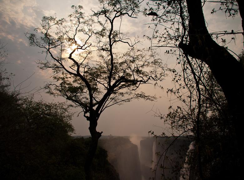 Zambia 1 - Onderweg naar de Victoria watervallen.<br /> Een gebied waar het heerlijk is om een uurtje rond te dwalen.