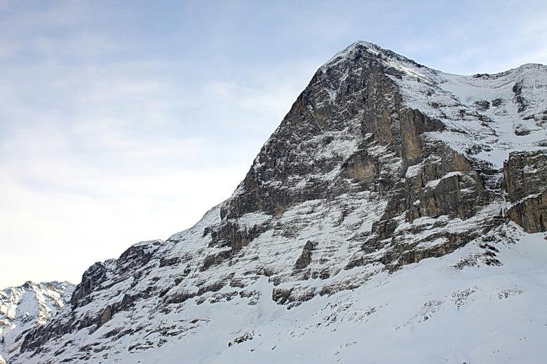Eiger - Na de Jungfrau en de Monch, mag de Eiger niet ontbreken.<br /> Dus bij deze de Eiger.<br /> Hier is goed de noordwand tezien, waar dus nooit