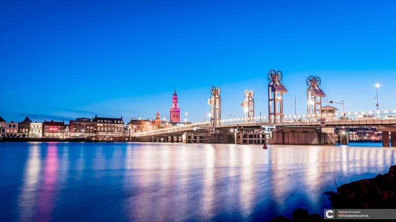 Hanzestad Kampen bij avond - Vroeger een van de belangrijkste Hanzesteden van ons land. Vandaag de dag een sluimerende parel aan de oevers van de IJss