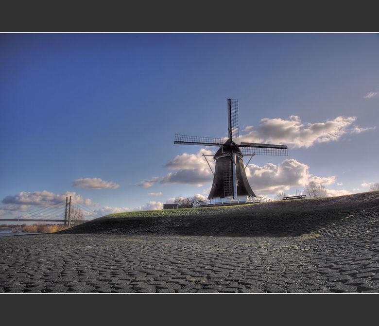 The Mill 3 - The Mill 3<br /> <br /> Met Grijsfilter gemaakt.<br /> <br /> 5 foto&#039;s op -2,-1,0,+1,+2<br /> ISO 100<br /> <br /> Daarna nog