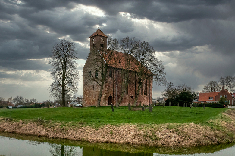Kerk van Woldendorp - Tijdens de wandeling in noord Groningen kwamen we ook bij deze prachtige kerk van Woldendorp langs.<br /> <br /> Groet Piebe