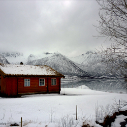 Huisje aan de Fjord