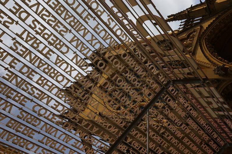 Marché Couvert Metz - Als je uit de Marché Couvert van Metz komt zie je links de kathedraal.