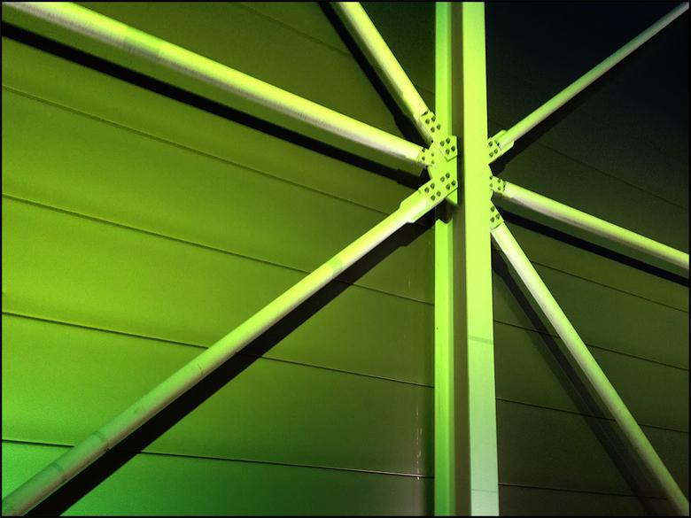Different jazz 06 - Tegenwoordig is heel veel mogelijk met licht. Zeker de led-verlichting maakt heel veel mogelijk. Zo is het wisselen van kleur kind