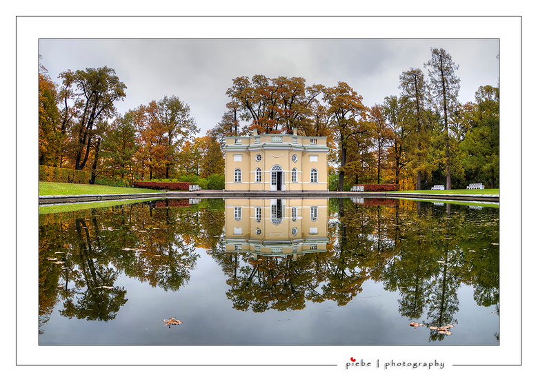 Tuin Catharina Palace - De tuin van het Catharina Palace (35 km verwijderd van St. Petersburg) is geweldig mooi en daar kwam ik dit prachtige huisje t