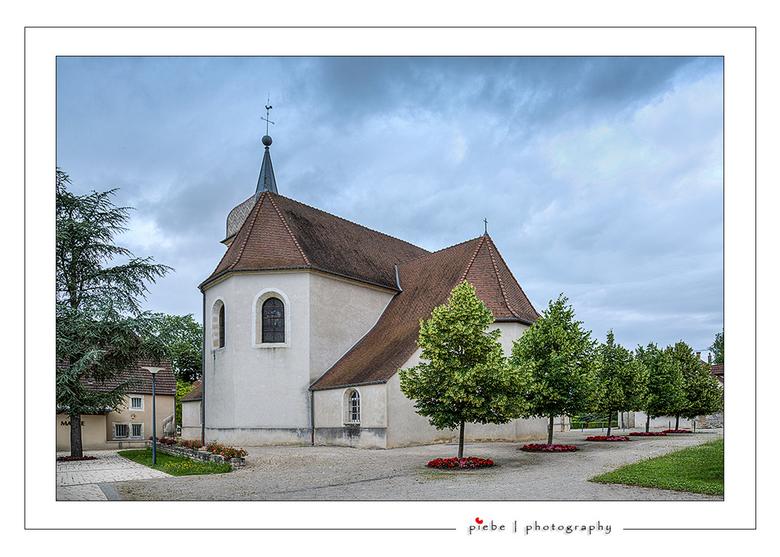 Kerkje van Parcey Frankrijk - Hierbij een foto van het kerkje van Parcey in de Jura in Frankrijk. Het is een hdr van 3 verschillende belichtingen.<br