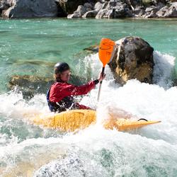 Kayaker in verval slalombaan Trnovo (SI)