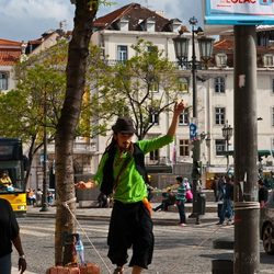 straatartiest in Lissabon