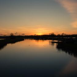 Heldere zonsondergang