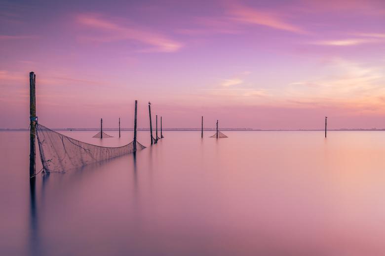 Visnetten bij zonsondergang in Hellevoetsluis - Tijdens een prachtige zonsondergang een hele mooie avond mogen vastleggen. Het was nog wel een uitdagi
