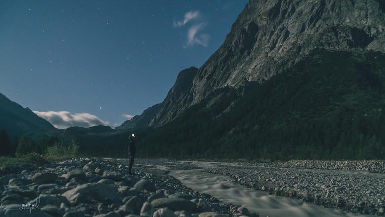 Feeling small - Een nacht in de Alpen... Een mooie open avondlucht met een paar sterren. Even stilstaan bij ons 10daags avontuur op de Tour du Mont-Bl