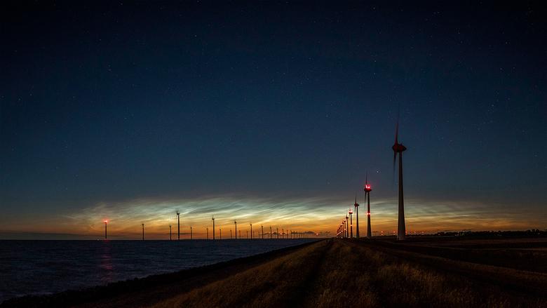Lichtende nachtwolken - Canon EOS 80D           <br /> Sigma 18-35mm 1.8