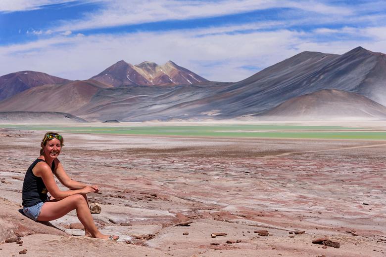 Genieten van het surrealistische landschap van de Atacama - Het zoutmeer Salar de Talar, op 3800 meter hoogte, is er een van ongelooflijke schoonheid.