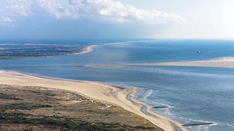 Marsdiep - Marsdiep, Schulpengat en Molengat.<br /> <br /> Vanaf hoog boven de zuidpunt van Texel, richting de vaste wal in het zuiden. De vuurtoren