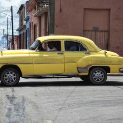 Yellow Car(cuba)