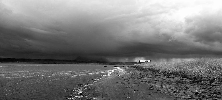 Storm op komst - Deze foto heb ik gemaakt in IJsland. We waren aan het kijken naar wat zeehonden toen je vanaf de verte het slechte weer zag naderen.