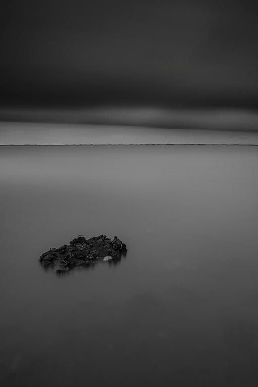 A Gray Day... - Mijn favoriete tijdstippen om landschappen te fotograferen zijn toch wel de gouden uurtjes, maar voor deze foto ben ik midden op de da