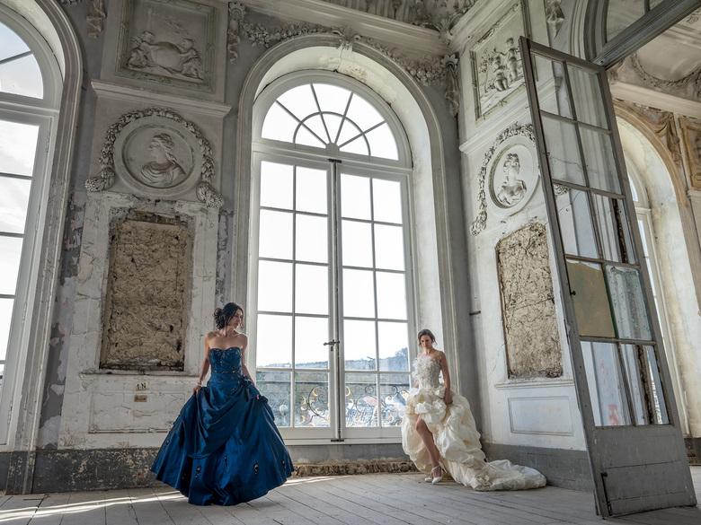 Across the floor - Samen met modellen Kim en Lucienne in prachtige trouwjurken dit mooie kasteel bezocht...<br /> <br /> Who&#039;s dancing today?<b