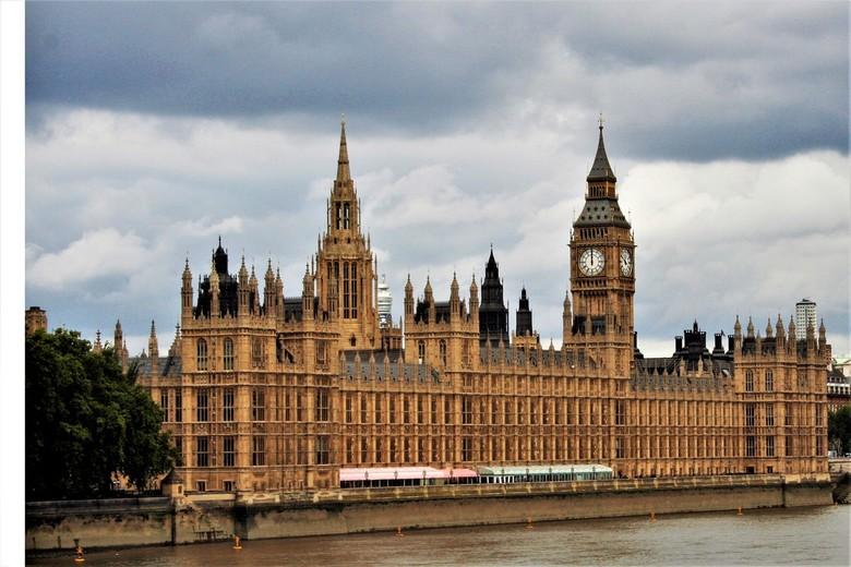 Als je toch in Londen bent. - Het Palace of Westminster, ook bekend onder de naam Houses of Parliament, staat aan de oever van de Theems in de Londens