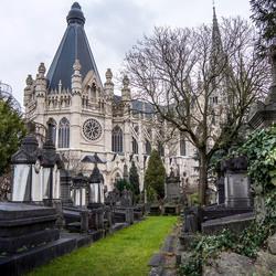 Kerk bij begraafplaats