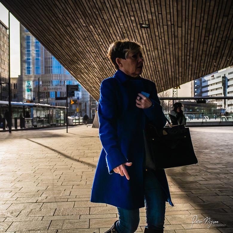 Rotterdam - Straatfotografie is in Rotterdam net weer even anders. Hier kan je leuk spelen met vormen en licht.